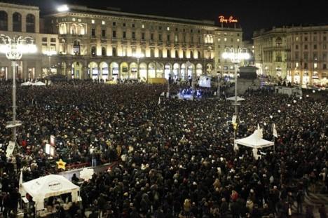 Beppe Grillo in piazza Duomo a Milano