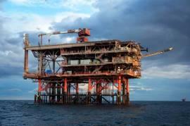 Greenpeace: Far west nei mari italiani, 100 piattaforme senza controllo