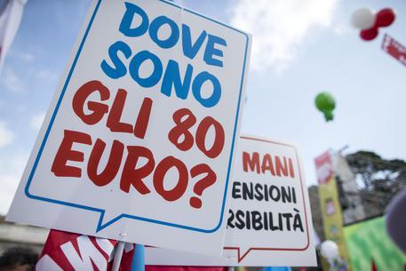 """Bonus 80 euro, """"lo Stato me l'ha chiesto indietro perché guadagno poco"""". Un beneficiario su 8 costretto a restituirlo"""