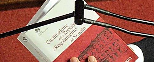 Fiducia solo alla Camera e riduzione anche dei deputati: le proposte di 4 giuristi per dire 'no' al referendum