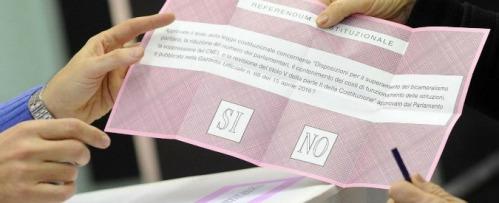 Foto Fabio Cimaglia / LaPresse 04-12-2016 Roma Referendum Costituzionale Nella foto un momento del voto Photo Fabio Cimaglia / LaPresse 04-12-2016 Rome (Italy) Referendum on constitutional reforms In the pic the voting
